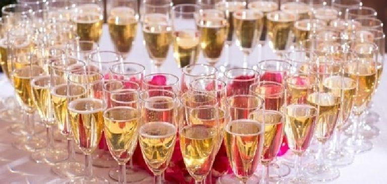 Faire appel à la location flûte champagne, une fête se profile à l'horizon!