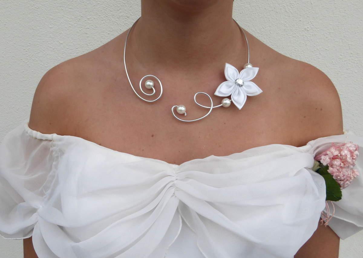 Un collier adéquat comme bijou de mariage