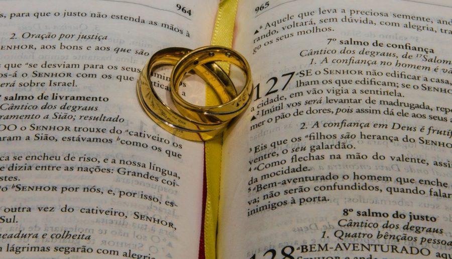 Être accompagné pour choisir la meilleure alliance pour son mariage