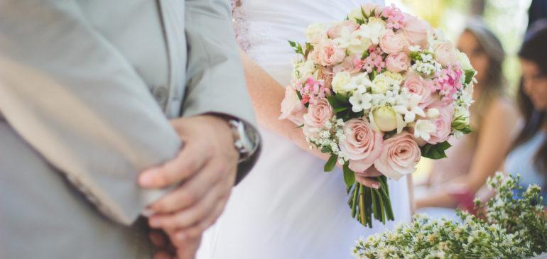 Organiser une cérémonie laïque: les conseils pour un mariage original