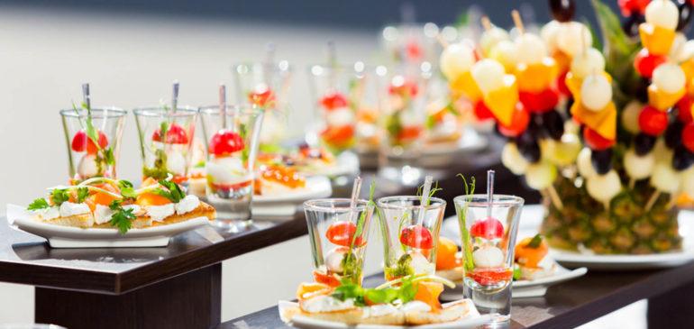 Choisissez le meilleur traiteur de buffet dinatoire dans le 94 pour votre mariage